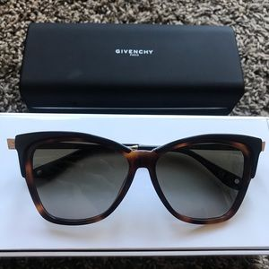 Givenchy Sunglasses 57mm GV7071s